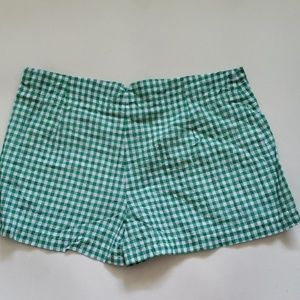 Max Studio Shorts - MAX STUDIO  green and white buttons shorts
